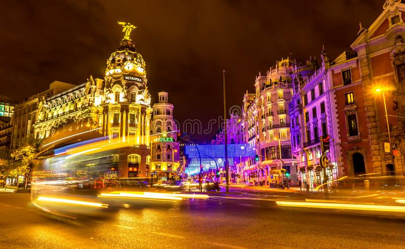 西班牙马德里市中心的格兰大路 免版税库存图片