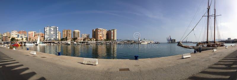 西班牙马拉加市港口岸线全景与老船 库存图片