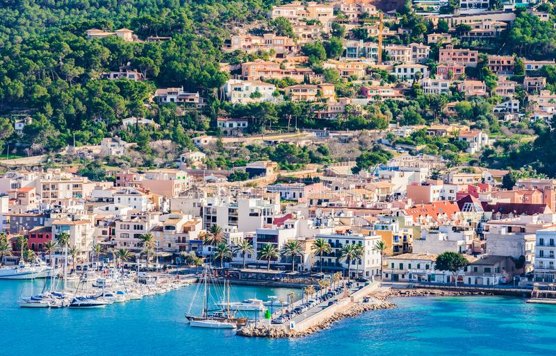 西班牙马略卡,口岸de安德拉特斯小游艇船坞港口海岸视图  库存照片