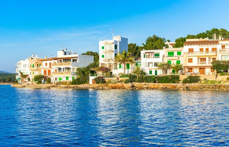 西班牙马略卡,Portopetro港口村庄海岸视图  库存图片