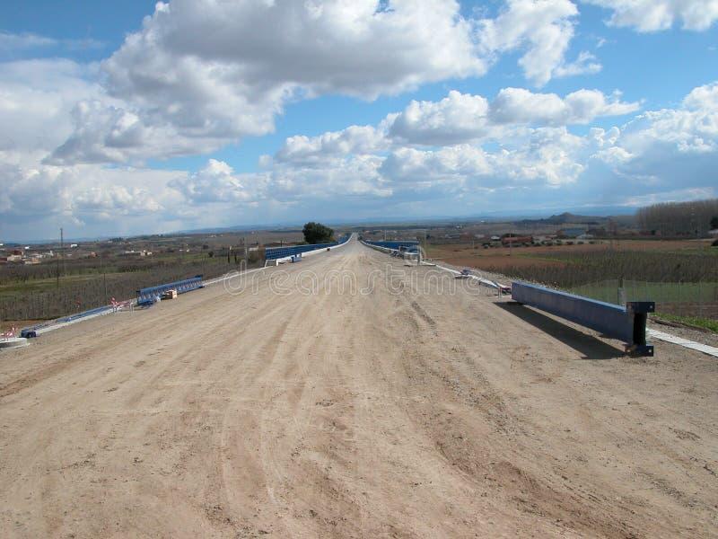 西班牙高速火车, AVE铁路的建筑  免版税库存图片