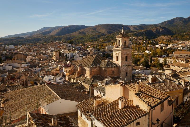 西班牙,卡拉瓦卡 — 2017年11月17日:西班牙穆尔西亚附近朝圣地卡拉瓦卡德拉克鲁兹全景 库存图片