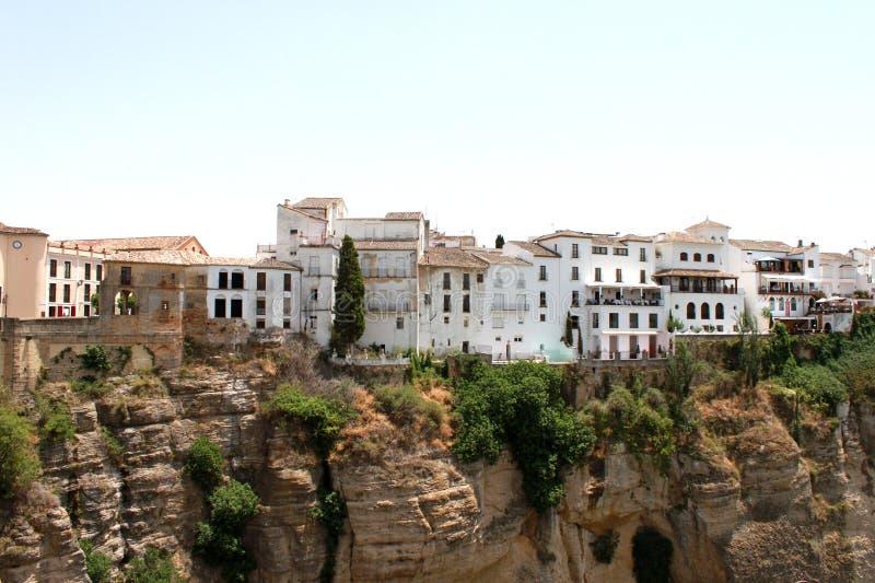 西班牙 安达卢西亚 朗达 岩石的白色房子在蓝天背景 艺术性的详细埃菲尔框架法国水平的金属巴黎仿造显示剪影塔视图的射击 库存图片