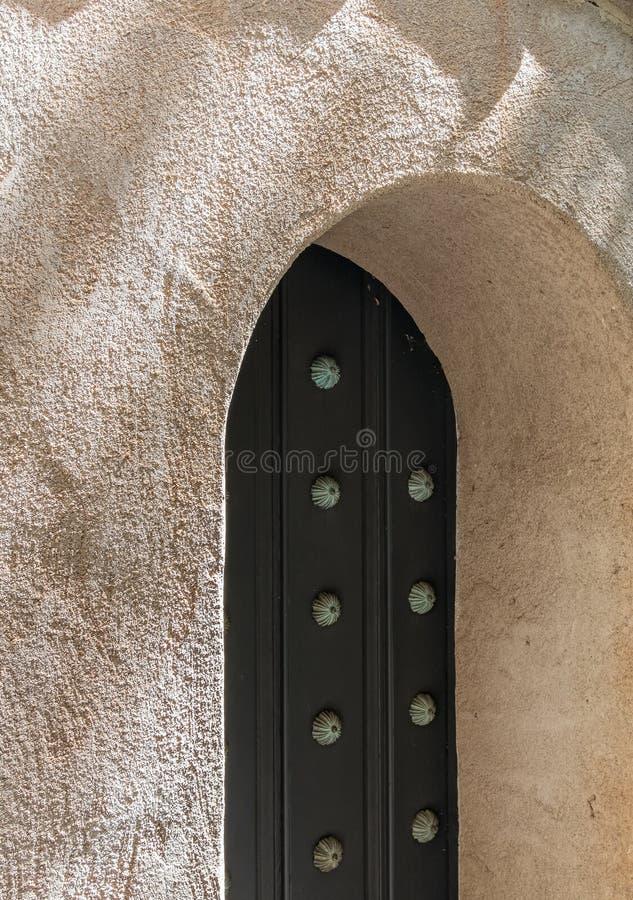 西班牙建筑学,被成拱形的门 库存照片
