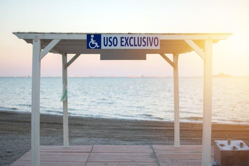 西班牙Los Naregos海滩专用轮椅树 海滩上那些残疾人的地方 免版税库存照片