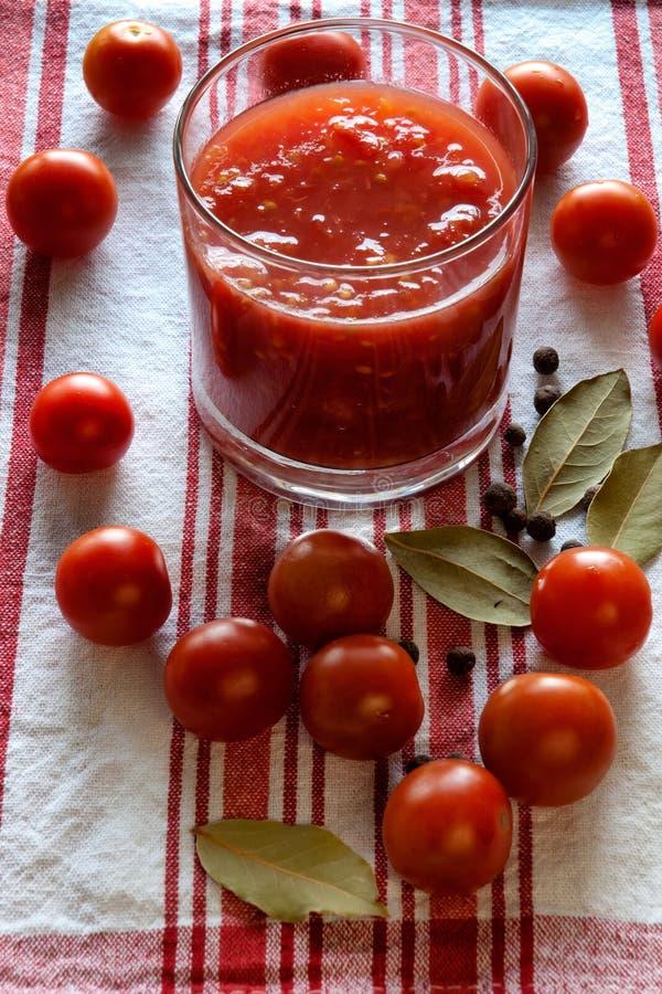 Download 西红柿和汁 库存图片. 图片 包括有 肥胖, 膳食, 地中海, 产物, 玻璃, 果子, 本质, 自然, 营养 - 30325713