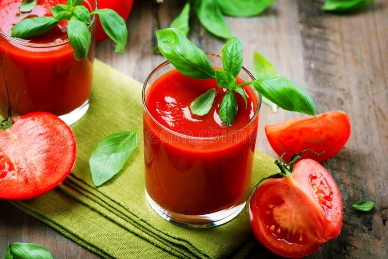 西红柿汁和新鲜的蕃茄 免版税图库摄影