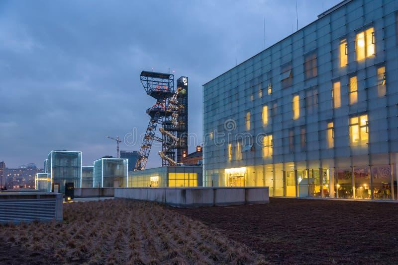 西莱亚西博物馆,黄昏的前煤矿卡托维兹大厦  图库摄影