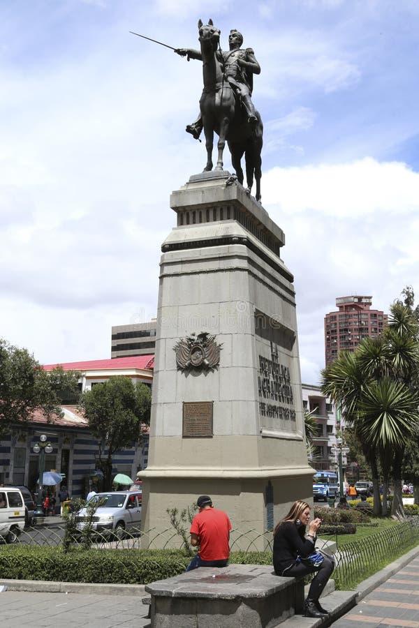 西蒙・波利瓦救星纪念碑在普拉多街,拉巴斯 库存照片