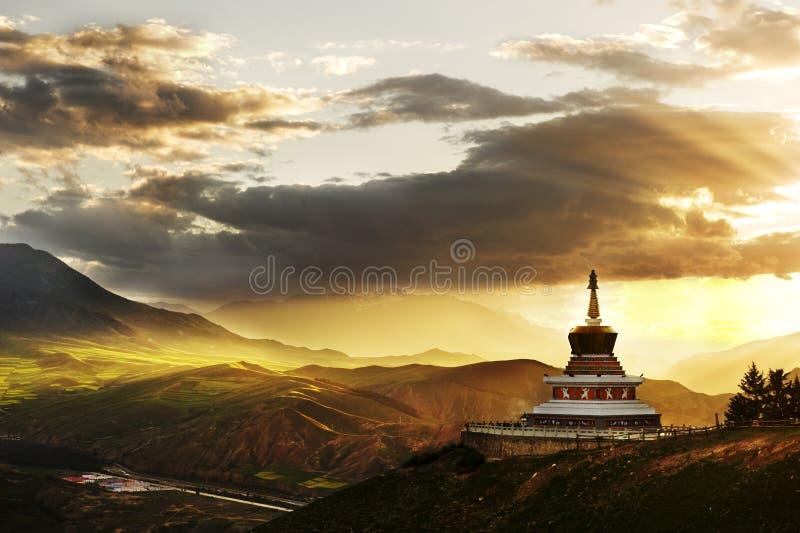 西藏佛教白色塔 库存图片