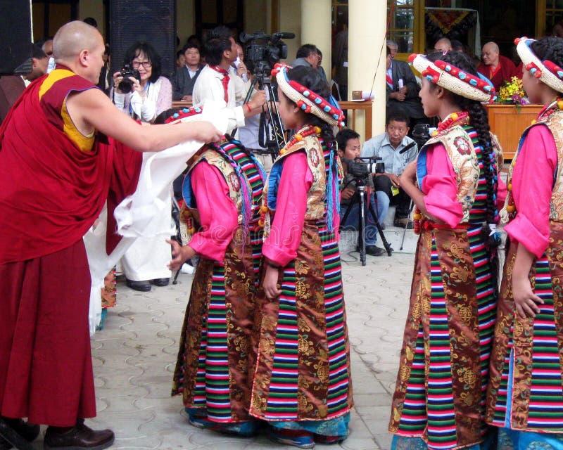 Download 西藏流放在印度庆祝达赖喇嘛的生日 编辑类图片. 图片 包括有 五颜六色, 种族, 寺庙, 流放, 文化, 聚会所 - 59102980