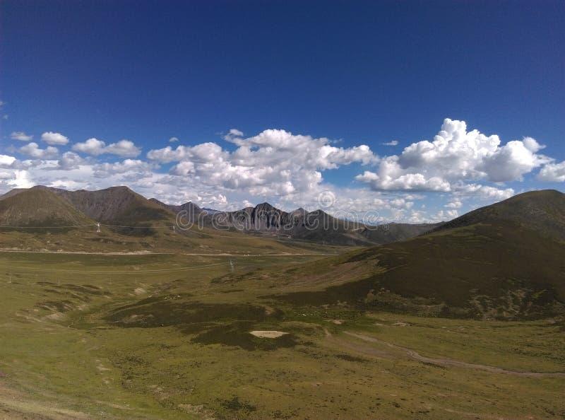 Download 西藏风景 库存图片. 图片 包括有 西方, 采取, 多数, 海运, 牡丹, 的treadled, 西藏, 照片 - 72366875