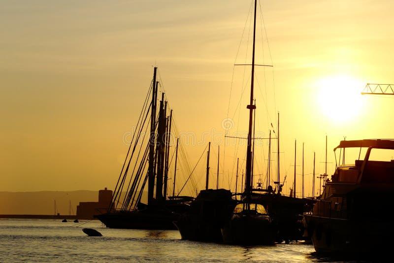 西西里岛和西西里岛之间的特拉帕尼市 免版税库存照片