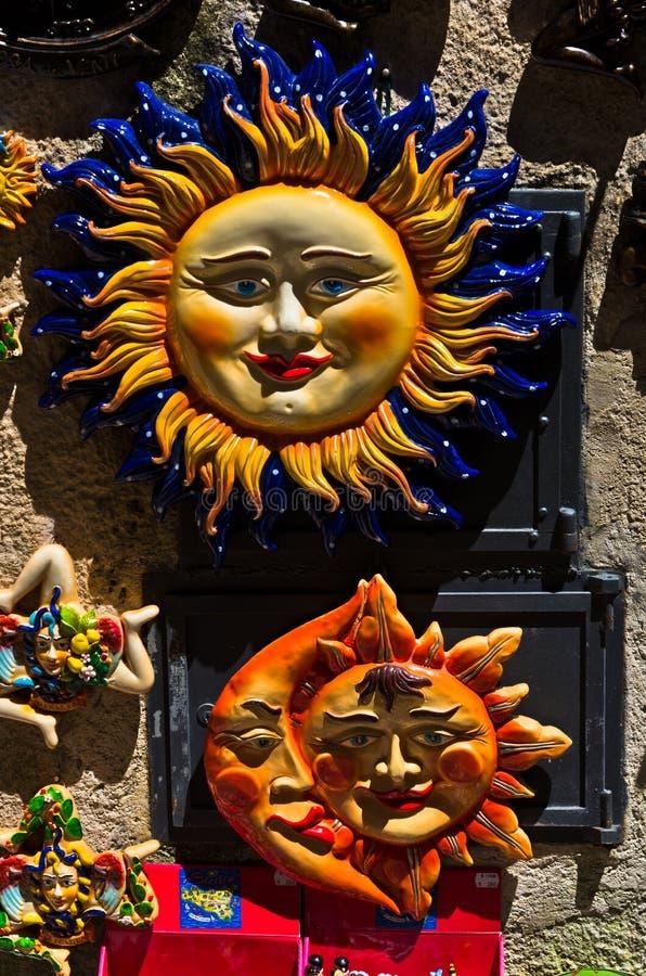 西西里岛的标志作为旅游纪念品的在埃里切街道  免版税库存图片