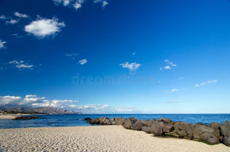 西西里岛Pebble海滩 免版税库存图片