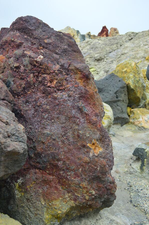 西西里岛Vulcano岛火山岩和矿藏 免版税库存照片
