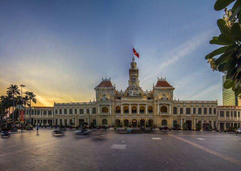 西贡,越南- 2019年1月31日-在胡志明广场的历史的人民的委员会大厦 图库摄影