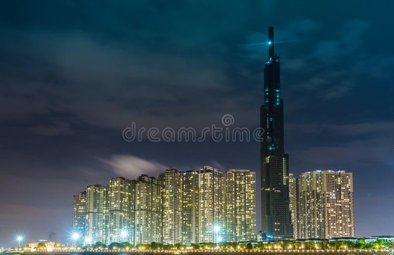 西贡/越南, 2018年7月-地标81当前是一个超高摩天大楼建设中Vinhomes中央公园项目 免版税图库摄影