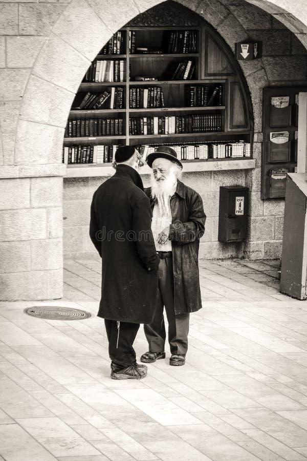 西部墙壁的正统犹太人在耶路撒冷 库存照片