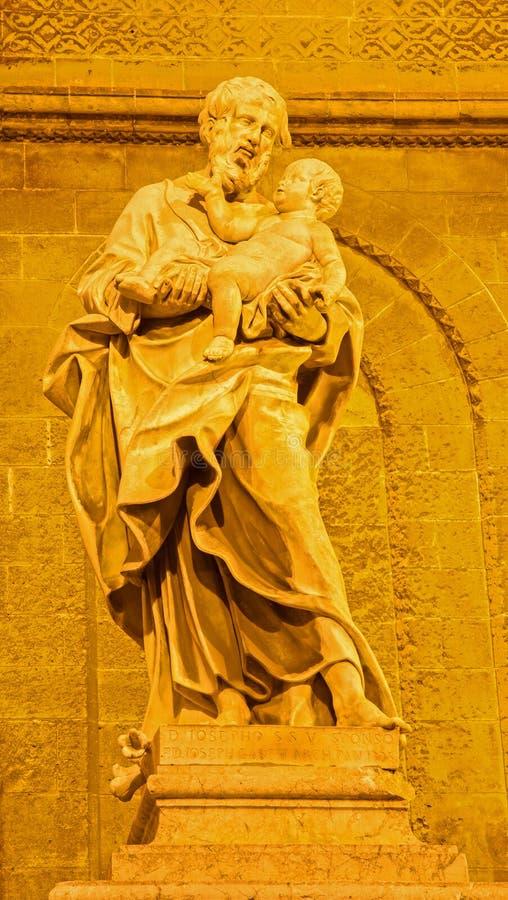 从西部大教堂门户的巴勒莫-圣若瑟雕象  免版税库存照片