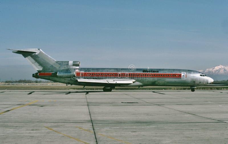 西部航空公司在另一次飞行以后的波音B-727向盐湖城,犹他 免版税库存照片