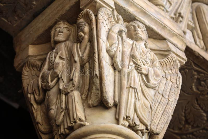 西部门圣徒Trophime大教堂的细节在阿尔勒,法国 Bouches du罗讷, 免版税图库摄影