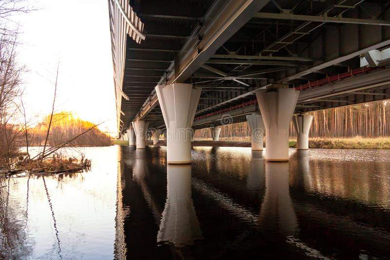 西部高速直径的天桥的支持-汽车高速公路 免版税图库摄影