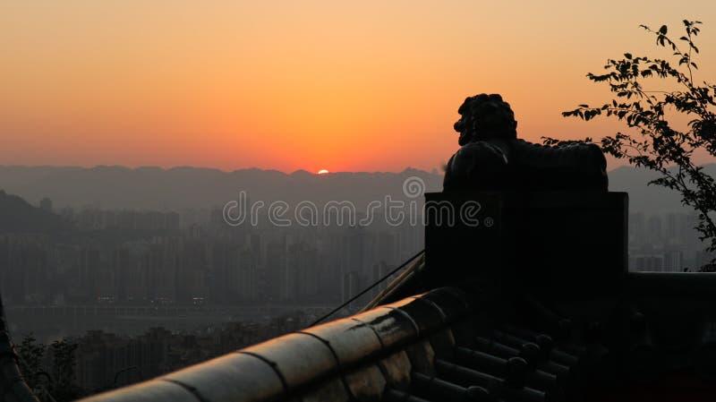 西部cityï ¼ ŒSunset,狮子,山城市日落在重庆,中国 库存照片