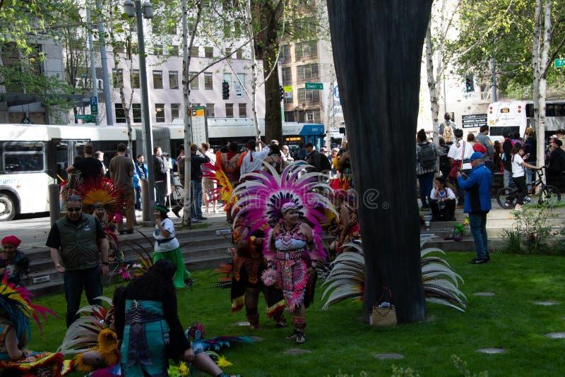 西雅图劳动节集会的墨西哥舞蹈家 库存照片
