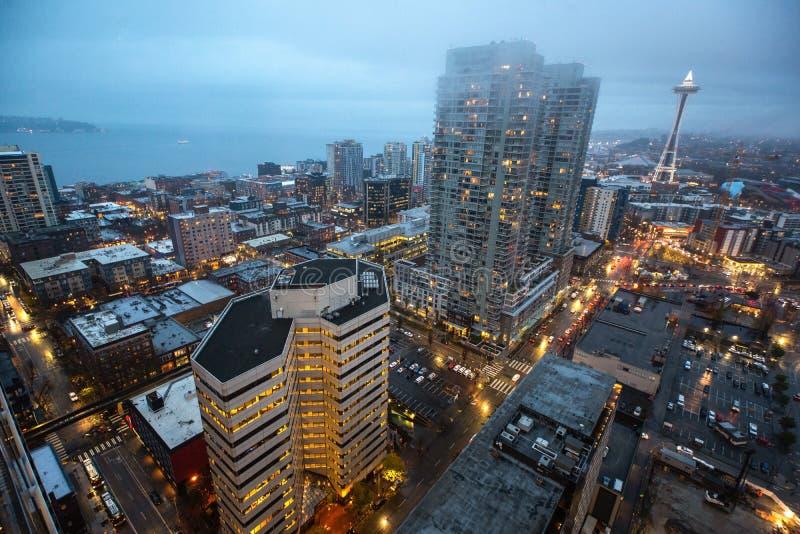 西雅图在黄昏的市地平线 街市西雅图都市风景 库存照片
