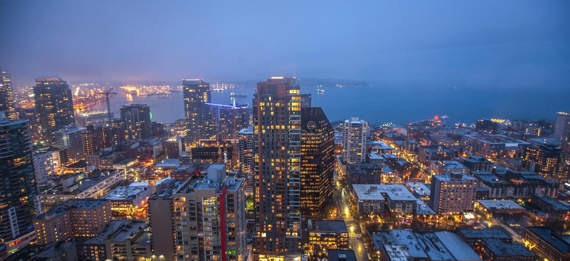 西雅图在黄昏的市地平线 街市西雅图都市风景 免版税库存图片