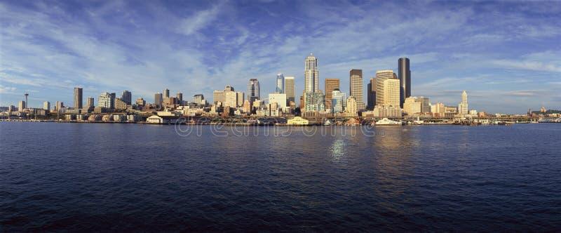 西雅图,从Bainbridge海岛轮渡的WA地平线 库存照片