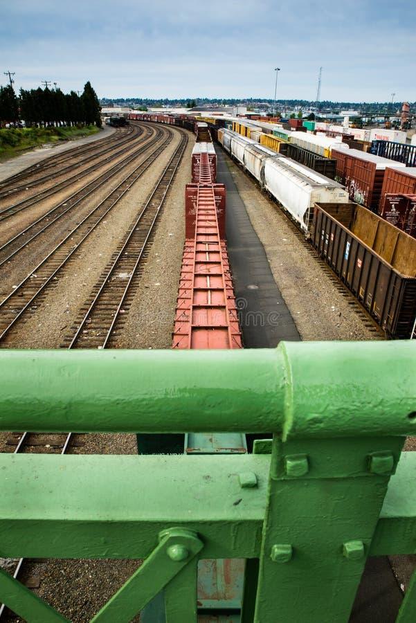 西雅图Interbay看在栏杆的火车庭院 免版税库存图片