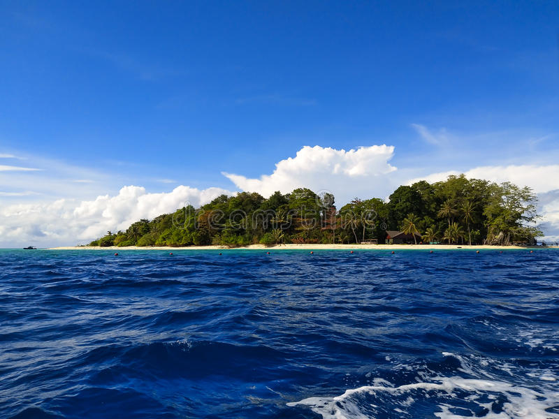 西巴丹岛海岛浮动天际 图库摄影