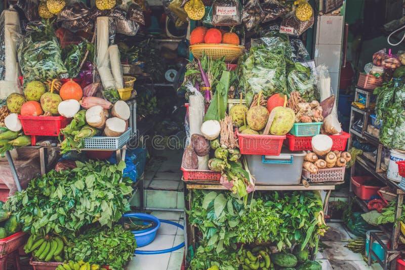 西贡,越南, 2016年6月26日:在街道上的食物 免版税库存照片