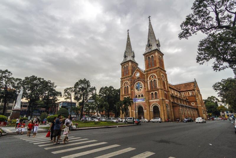 西贡,越南- 2017年1月23日-巴黎圣母院越南语:在日落,在1883年修造在胡志明市, V的Nha Tho Duc Ba 库存图片