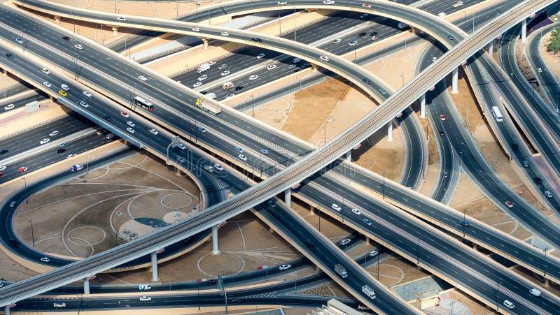 主要公路交叉点,鸟瞰图 免版税图库摄影