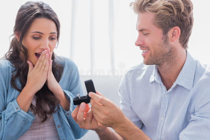要求的人伙伴与他结婚 库存图片