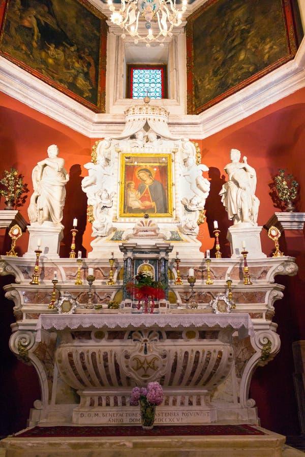 主要法坛在budva教会里 库存照片