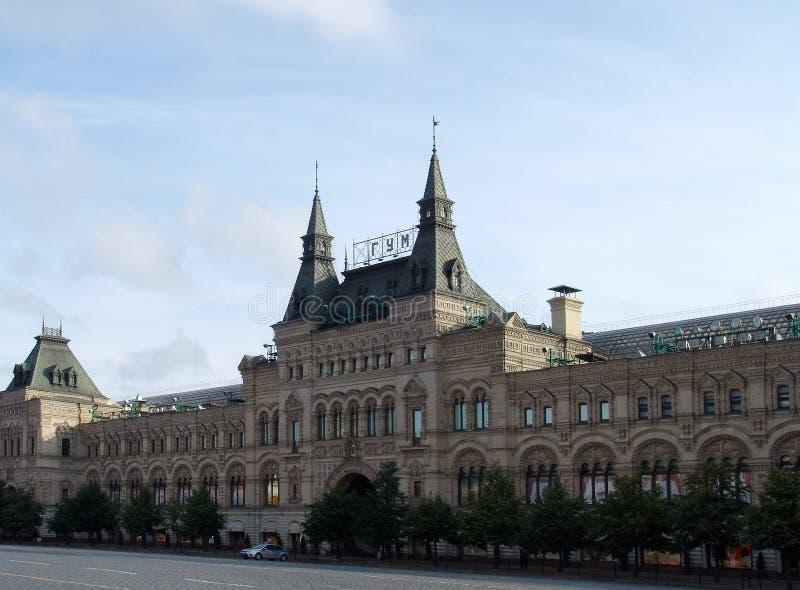 主要百货大楼(胶)在红场在清早离开了在日出 库存照片