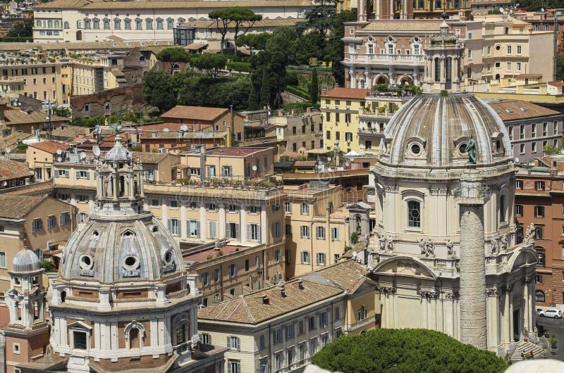 覆以圆顶圣玛丽亚二洛雷托省和Santissimo Nome di M教会  库存图片