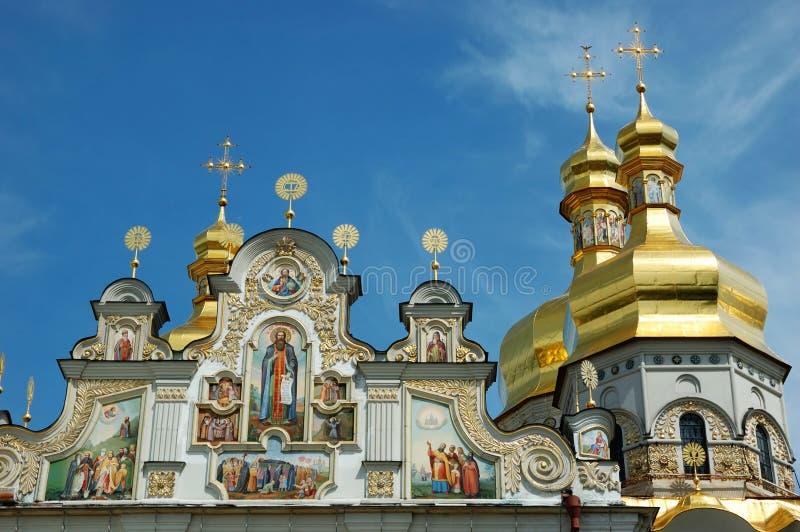 覆以圆顶基辅lavra修道院正统pechersk 免版税库存照片