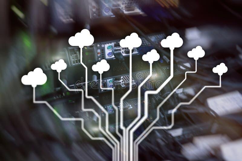 覆盖服务器和计算,数据存储和处理 互联网和技术概念 免版税图库摄影