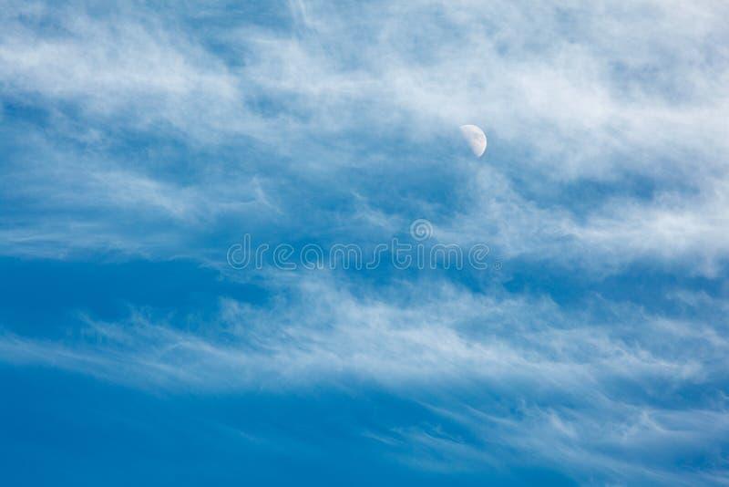 覆盖海运和月亮 库存照片