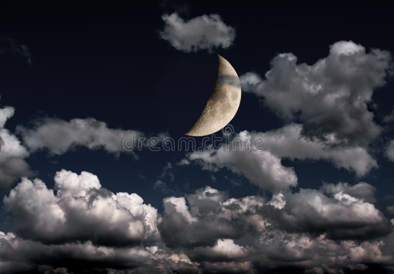 覆盖许多的月牙夜空 免版税库存图片