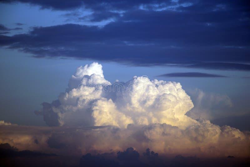覆盖风雨如磐的日落 库存图片