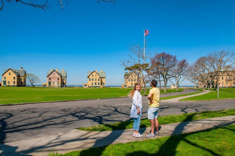 观光在门户全国度假区的游人夫妇  免版税图库摄影