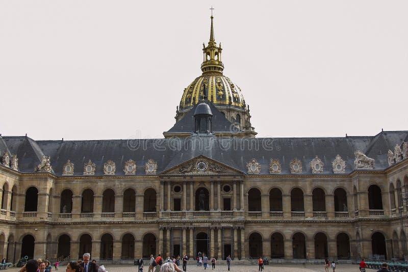 观光巴黎 Invalids的全国住所的Façade Invalides的荣誉法院  库存图片