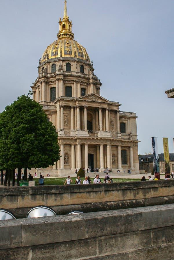 观光巴黎 Invalids的全国住所的Façade Invalides的荣誉法院  免版税库存照片