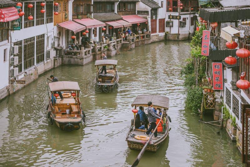 观光的小船在朱家角古镇,中国 库存图片